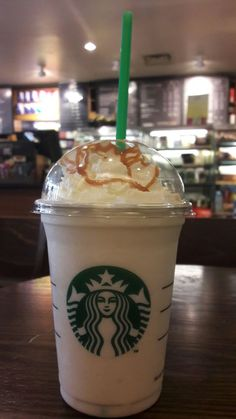 Starbucks drinks are slowly making me obsessed and this is my favorite!Starbucks drinks are slowly making me obsessed and this is my favorite! Yummy Drinks, Yummy Food, Yummy Recipes, Secret Starbucks Drinks, Snap Food, Food Snapchat, Food Cravings, Food Menu, Coffee Drinks