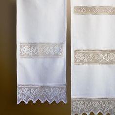 Filet Crochet, Crochet Art, Thread Crochet, Crochet Patterns, Crochet Curtains, Diy Curtains, Sweet Sixteen Dresses, Window Art, Fabric Squares