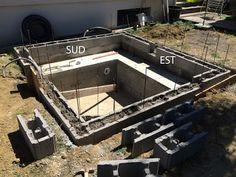 Construction Du0027une Petite Piscine En Béton équipée Spa: Scellement Des  Buses ...