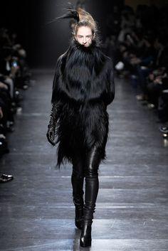 Ann Demeulemeester Fall 2011 Ready-to-Wear Fashion Show - Maria Kashleva