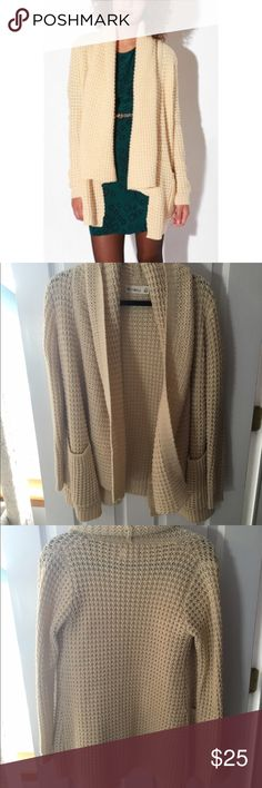 Urban Outfitters ByCorpus Popcorn Sweater Urban Outfitters ByCorpus Popcorn Sweater in cream. Oversized and very soft and comfortable. Great condition-no visible flaws. Perfect for the upcoming winter! Urban Outfitters Sweaters Cardigans