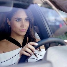 Meghan driving… Prince Harry Et Meghan, Meghan Markle Prince Harry, Princess Meghan, Prince And Princess, Kate And Meghan, Harry And Meghan, Lady Diana, Duke And Duchess, Duchess Of Cambridge