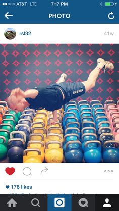 Can you do this like @rsl32? ・・・ #iksfa #kettlebell #kettlebellsport #kettlebells #kbswings #crossfit #equinox #workout #fitfriday #homegym #garagegym