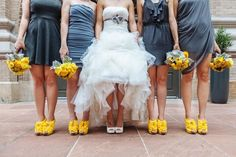 Love this pop of yellow for a spring wedding! Photo by @urbansafariphtg