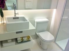 Villa Varanda Saúde | Imóveis na Planta Bathroom Designs, Bathroom Ideas, Bathroom Sinks, Toilet, Villa, Home Decor, Balcony, Bathrooms, Log Projects
