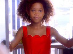 Quvenzhané Wallis and Jamie Foxx Boogie Down in First Trailer for #Annie