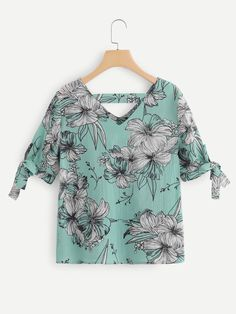 V Neckline Knot Cuff Floral Blouse -SheIn(Sheinside) Sleeves Designs For Dresses, Dress Neck Designs, Blouse Designs, Moda Chic, Casual Outfits, Fashion Outfits, African Fashion Dresses, Work Attire, Floral Blouse