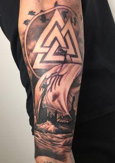 Viking ship piece done by Scott White. Viking Ship Tattoo, Viking Warrior Tattoos, Viking Tattoo Sleeve, Viking Tattoo Symbol, Rune Tattoo, Norse Tattoo, Viking Tattoo Design, Celtic Tattoos, Tattoo Designs Men