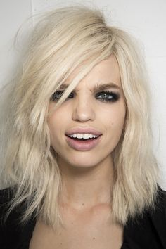 Daphne Groeneveld backstage at Tom Ford at London Fashion Week Spring Beauty Makeup, Hair Makeup, Hair Beauty, Eye Makeup, Makeup Salon, Clean Makeup, Makeup Trends, Beauty Trends, Makeup Ideas