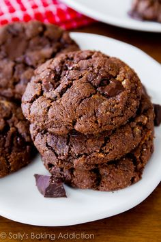 6 ingredient Flourless Dark Chocolate Almond Butter Cookies recipe on Sally's Baking Addiction - simply, healthy, quick! Gluten Free Cookies, Gluten Free Baking, Gluten Free Desserts, Just Desserts, Delicious Desserts, Galletas Paleo, Paleo Dessert, Dessert Recipes, Baking Recipes