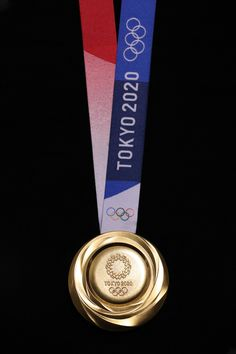 Tokyo 2020 Olympic medals made from recycled smartphones revealed 2020 Olympics, Tokyo Olympics, Summer Olympics, Olympic Mascots, Olympic Games, Medan, Award Display, Olympic Gold Medals, Olympic Committee