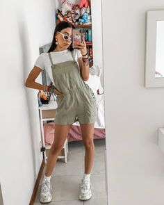 Have a beautiful day lovesssss✨ Let's chat in the comments 👇🏼 Indie Girl, Foto Casual, Insta Photo Ideas, Have A Beautiful Day, My Princess, Aesthetic Clothes, Overall Shorts, Ideias Fashion, Cute Outfits