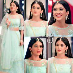 "Gorgeous 😘 ❤️ Strictly no…"" Indian Designer Outfits, Indian Outfits, Designer Dresses, Choli Designs, Lehenga Designs, Blouse Designs, Party Wear Dresses, Bridal Dresses, Lehnga Dress"