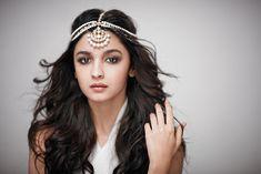 Jewellery Inspiration - Alia Bhatt in a Jaipur Gems Matha Patti - Written bySarees and Silk, anIndian fashion blogger,style consultant anda contributoronThe Crimson Bride covering fashion and beauty #thecrimsonbride