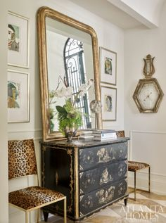 An antique chinoiserie commode flanked by leopard chairs created the most inviting hallway at the Cashiers Designer Showhouse. Design by… Design Entrée, Design Salon, House Design, Interior Exterior, Home Interior, Interior Decorating, Interior Design, Hallway Decorating, Interior Architecture