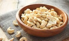 Cashew nuts can be considered in order to strengthen the bones. But, is Cashew Nut Good For Joint Health? High Protein Recipes, Vegan Recipes, Snack Recipes, Foods High In Zinc, Healthy Nuts And Seeds, Healthy Life, Healthy Living, Allergies Alimentaires, Top 15