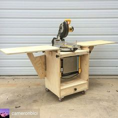 Miter Saws Like my Mobile Miter Saw Station but also dig my Flip Top Tool Stand? figured why pick one when you can have both. What a sweet mashup build! I love seeing modifications to my plans to make them work for you. As always, plans are on my site. Diy Miter Saw Stand, Miter Saw Table, Mitre Saw Stand, Miter Saw Stand Plans, Table Saw Station, Mitre Saw Station, Woodworking Workbench, Woodworking Crafts, Woodworking Projects
