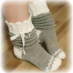 Slouchy Socks to Knit in Bulky Yarn Wool Socks, Knitting Socks, Baby Knitting, Crochet Slippers, Knit Crochet, Woolen Clothes, Knit Shoes, Knitted Bags, Knitting Patterns