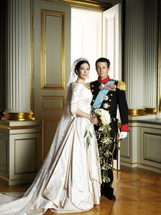 Crownprince Frederik and Crownprincess Mary of Denmark. Love the dress and the veils.