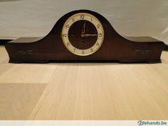Antieke klok met mooi binnenwerk !!!