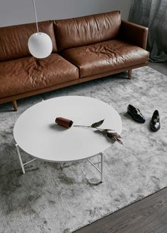 Lazy Fine Leather White Round Coffee Table, Round Table Top, Mid-century Modern, Modern Design, Sofa Home, Leather Sofa, Table Furniture, Timeless Design, Living Room