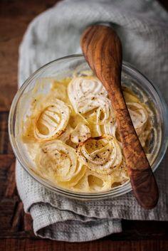 gratin di patate e cipolle con panna acida