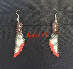 boucles d'oreilles couteau ensanglanté perles hama mini fait main Pixel Art : Boucles d'oreille par kats13