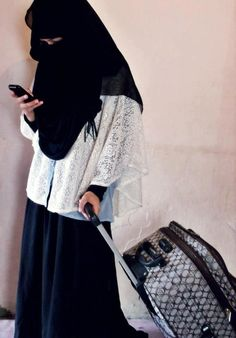 NIQABI W STYLE....PARTAGE OF ERIN.... #niqab #niqabi #muslima #muslim #veiled #beauty #modesty #eyes