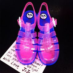 A very special delivery - custom JuJu Jelly shoes designed especially for Azealia Banks. They glow under UV light! Jelly Shoes, Jelly Sandals, Your Shoes, New Shoes, Juju Jellies, Kawaii Shoes, We Wear, How To Wear, Plastic Shoes