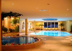 love this basement pool - and the kiddie pool is the best