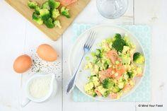 Een makkelijke snelle en voedzame lunch zet je zo op tafel met dit roerei met zalm en broccoli. Roer ei is mijn favo snelle lunch waar ik nooit genoeg van..