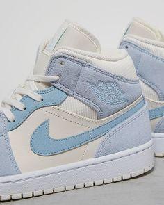 Cute Nike Shoes, Cute Sneakers, Nike Air Shoes, Jordan Shoes Girls, Girls Shoes, Shirin David Style, Zapatillas Nike Jordan, Nike Air Jordan, Sneaker Shop