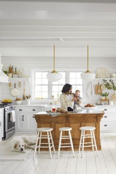 Consider one of the best white kitchen cabinet paint colors for your cabinets, island, and walls. We've got the lowdown on the best colors for painting cabinets white, and we're sharing it here. Paint Cabinets White, White Kitchen Cabinets, Painting Kitchen Cabinets, Gray And White Kitchen, White Kitchen Decor, Country Kitchen, Colonial Kitchen, Country Living, Kitchen Nook