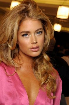 Doutzen kroes in a victoria's secret kind of makeup beauty makeup, hair makeup, hair Silvester Make Up, Beauté Blonde, Corte Y Color, Doutzen Kroes, Big Hair, Summer Hairstyles, Trendy Hairstyles, Woman Face, Beautiful Eyes