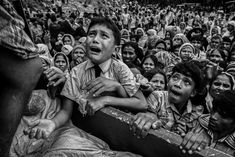 Rohingya Refugees Flee Into Bangladesh to Escape Ethnic Cleansing © Kevin Frayer, Getty Images - Kevin Frayer, Getty Images World Photography, Photography Awards, White Photography, Photography Tips, Street Photography, Landscape Photography, Portrait Photography, Travel Photography, Fashion Photography