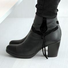 87a693e0892 Botines para mujer en color negro. Características:con cremallera, tacón 7  cm,