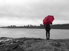 """Iffath S. Khan on Instagram: """"Girl with red umbrella. .  You can never go wrong with an umbrella in your shot. So use it as props. . #iphonephotography #citykillerz #redumbrella #hudsonriver #iphonography #newyork #awesupply"""""""