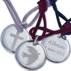 Des médailles de Baptême personnalisées en argent massif ou en plaqué or