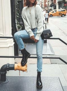 50 Amazing Fall Outfits To Get Now 25 / #Fall #Outfits #trendyoutfits #outfits #trendyoutfitsautumn #docmartensoutfits Glamouröse Outfits, Casual Winter Outfits, Winter Fashion Outfits, Stylish Outfits, Fall Outfits, Casual Winter Style, Outfits With Boots, Look Winter, Winter Boots Outfits