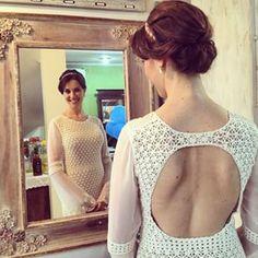 A mais linda noiva do mundooooooo!!!!!!! Prima linda casando no civil hoje, vestido sob-medida mil florzinhas feito com muito amor pela tia Ilma Neumann Potrich.  #casamentolauraedreyer #crochê #handmade #feitoamão #crochet #bride #wedding #cotton #caseidemelissa