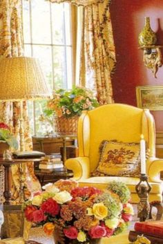Elegant English country living room ideas for your home. English cottage interior design suggestions and inspiration. English Country Decor, French Country Living Room, French Country Style, Country Décor, Country Bedrooms, Country Cottages, English Style, French Decor, French Country Decorating