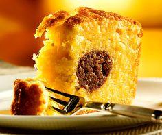 Ofenäpfel-Cake: Schmeckt wie Ofenäpfel, ist aber ein #Cake! Aussen fruchtiges Apfel-Aroma - innen ein süsser Kern aus Haselnüssen & Zimt. #Rezept #Backen