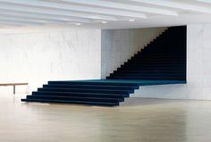 Escada no Itamaraty Brasília DF   Arq.: Oscar Niemeyer   Foto: Vicent Fournier #_blive by _blive
