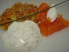 Reiberdatschi (Kartoffelpuffer) mit Lachs und Kräuterquark