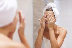 Plastický chirurg odporučil mame umývať sa špeciálnym spôsobom. Vrásky boli preč! | Báječné Ženy