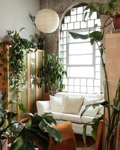 Vintage Decor Living Room Plants in the living room of A Fabulous Vintage Inspired Loft in a Former Textile Factory - Liz Sparacio - Home Decor Bedroom, Living Room Decor, Salons Cosy, Urban Outfitters Home, Big Living Rooms, Vintage Inspiriert, Cool Apartments, Living Room Inspiration, New Wall