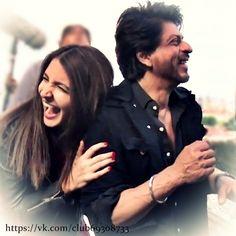 Shah Rukh Khan - Jab Harry Met Sejal Bollywood Couples, Bollywood Stars, Bollywood News, Famous Celebrities, Bollywood Celebrities, Celebs, Shahrukh Khan Family, Srk Movies, Sara Ali Khan