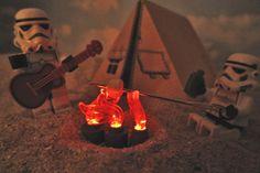 Fogata en la playa con LEGO Troopers