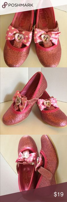 Disney Minnie Mouse pink glitter shoes! Cuteness overload! Disney Minnie Mouse pink glitter shoes - sure to bring a smile to your little miss! Marked size 9/10. Loved but in great condition! Disney Shoes Dress Shoes