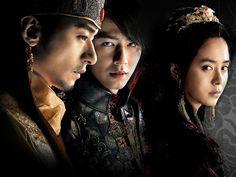 Joo Jin-mo as King & Jo In-sung as Hong-rim & Song Ji-hyo as Queen - A Frozen Flower Song Ji Hyo Movie, Song Ji Hyo Drama, A Frozen Flower, Jo In Sung, All Korean Drama, Korean Drama Movies, Korean Dramas, Joo Jin Mo, Asian Actors